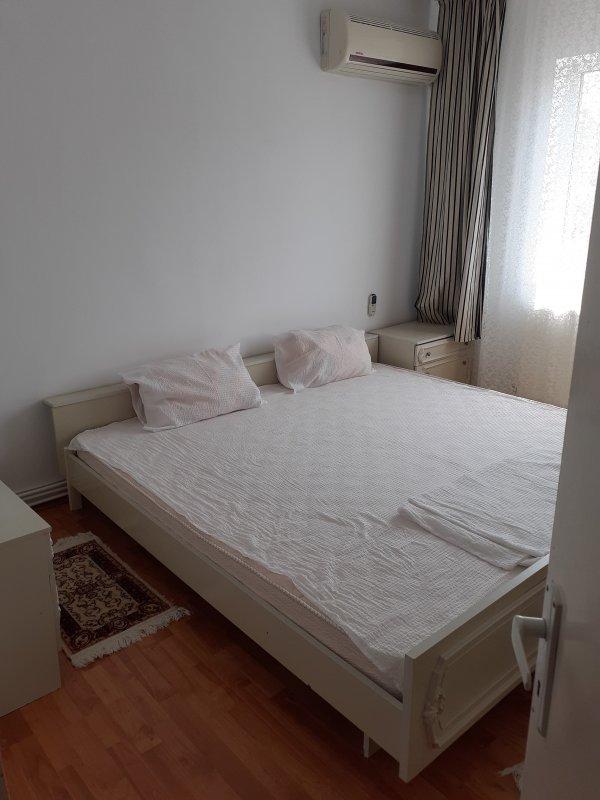 Apartament 2 camere decomandat, zona Piata