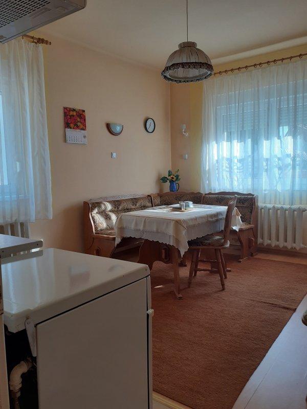 Apartament 2 camere decomandat, la casa, zona Parc