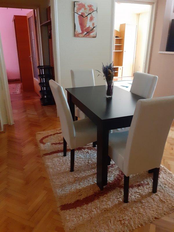 Apartament 4 camere semidecomandat, zona Miorita, mobilat, utilat